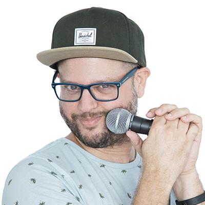 עידן ניידיץ במופע סטנדאפ